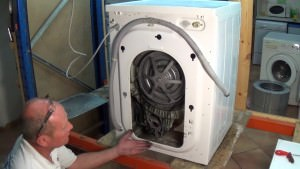 samsung washing machine enginer buy him a beer (640x360)