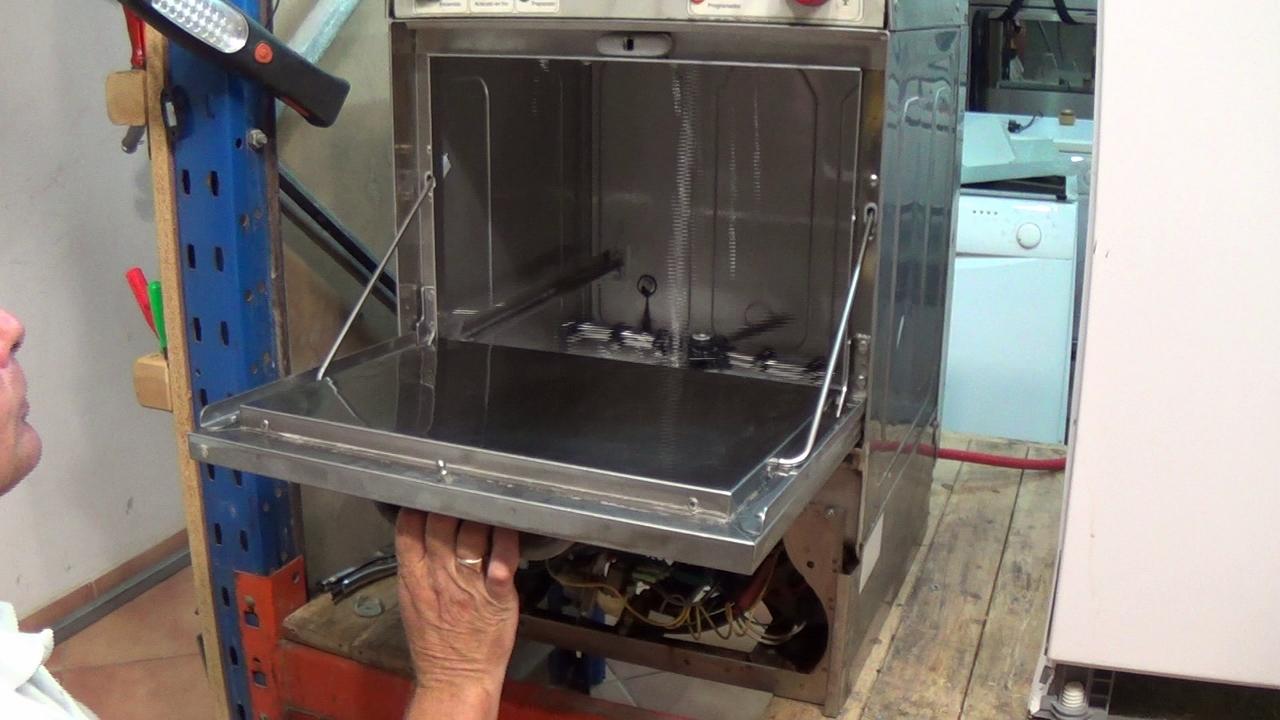 how to replace a pump on a commercial glass washer, dishwasher (3) (1280x720)